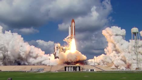The-Space-Shuttle-Lifts-Off-From-The-Launch-Pad