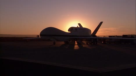 Un-Dron-No-Tripulado-Al-Amanecer-