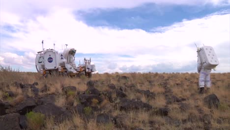 Nasa-Engineers-Test-New-Rovers-And-Lunar-Vehicles-In-The-American-Arizona-Desert-2