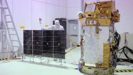 Nasa-Engineers-Work-On-Deep-Space-Solar-Array-In-A-Highly-Controlled-Clean-Room-Environment-1