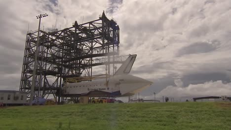 The-Space-Shuttle-Endeavor-Piggybacks-On-The-Back-Of-A-747-1