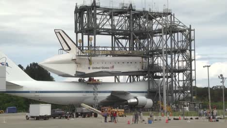 The-Space-Shuttle-Endeavor-Piggybacks-On-The-Back-Of-A-747-2