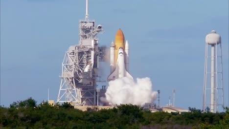 Das-Space-Shuttle-Hebt-Von-Cape-Canaveral-Florida-Ab-1