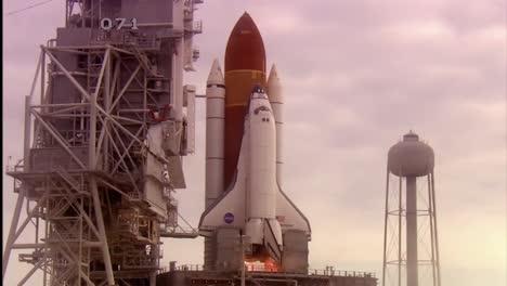 El-Transbordador-Espacial-Atlantis-Despega-De-Cabo-Cañaveral-Florida-6