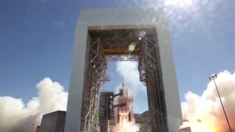 El-Lanzamiento-De-La-Nave-Espacial-Orion-De-La-Nasa-2