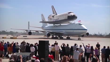 The-Space-Shuttle-Enterprise-Is-Retired-On-The-Back-Of-A-747-Before-A-Large-Crowd-Of-Admirers-1