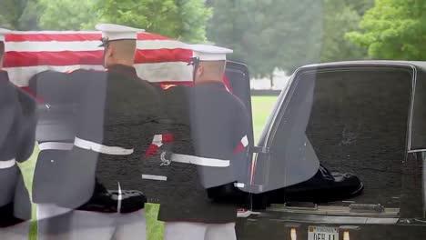 La-Guardia-De-Honor-De-La-Marina-De-EE-UU-Dirige-Un-Funeral-Por-Un-Soldado-Caído-2