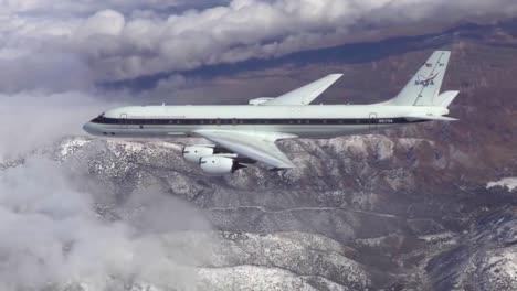 Un-Avión-Dc8-De-Ciencias-De-La-Tierra-De-La-Nasa-Vuela-Sobre-El-ártico-Estudiando-El-Calentamiento-Global