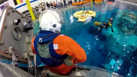 Nasa-Engineers-Practice-Splashdown-Rescue-With-The-Orion-Capsule-At-The-Johnson-Space-Center-1