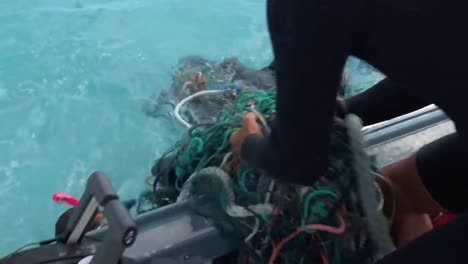 Divers-Pull-Old-Fishing-Nets-And-Other-Debris-From-The-Ocean-Waters-Near-Hawaii-1