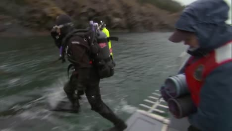 Researchers-From-Noaa-Work-On-A-Pinto-Abalone-Restoration-Project-In-Puget-Sound-Washington-1
