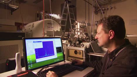 Scientists-At-The-Pacific-Northwest-National-Laboratory-Environmental-Molecular-Sciences-Laboratory-Do-Advanced-Biochemical-Research-In-Nuclear-Magnetic-Resonance-And-Electron-Paramagnetic-Resonance-3