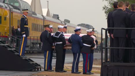 Images-Of-The-State-Funeral-For-41St-President-George-Hw-Bush-His-Casket-Coffin-Carried-From-Train-1