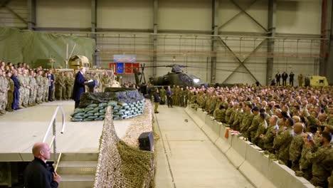 El-Presidente-Estadounidense-Donald-Trump-Realiza-Una-Visita-Sorpresa-A-Soldados-Y-Tropas-El-Día-De-Acción-De-Gracias-En-Afganistán