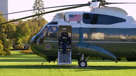 Us-President-Donald-Trump-Montage-Boarding-Marine-One-Helicopter-For-Flight-Over-Washington-Dc-Meeting-Reporters-Greeting-Fans-1
