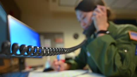 La-Guardia-Nacional-De-Virginia-Occidental-Contesta-Los-Teléfonos-En-Un-Centro-De-Llamadas-Dedicado-A-Manejar-El-Brote-De-Coronavirus-Covid19-2