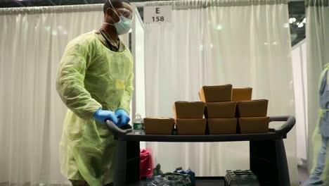 Los-Pacientes-De-Covid19-Del-Coronavirus-De-Nueva-York-Son-Tratados-En-El-Centro-De-Convenciones-De-Javits-Durante-El-Brote-Epidémico-Pandémico-2