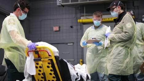 Los-Pacientes-De-Covid19-Del-Coronavirus-De-Nueva-York-Son-Tratados-En-El-Centro-De-Convenciones-De-Javits-Durante-El-Brote-Epidémico-Pandémico-4