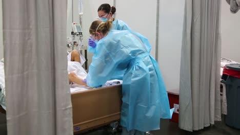 Los-Pacientes-De-Covid19-Del-Coronavirus-De-Nueva-York-Son-Tratados-En-El-Centro-De-Convenciones-De-Javits-Durante-El-Brote-Epidémico-Pandémico-6