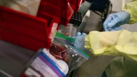 Los-Investigadores-De-Cuidados-Intensivos-Covid19-Del-Coronavirus-De-Nueva-York-Tratan-A-Los-Pacientes-En-El-Centro-De-Convenciones-De-Javits-Durante-El-Brote-Epidémico-Pandémico-3