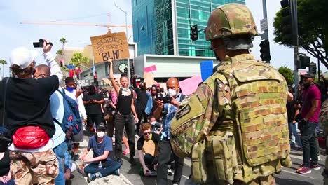 Las-Tropas-Antidisturbios-De-2020-De-La-Guardia-Nacional-De-California-Brindan-Seguridad-Durante-Las-Manifestaciones-En-Los-ángeles-Por-El-Asesinato-De-2-De-George-Floyd