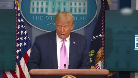 El-Presidente-Estadounidense-Donald-Trump-Se-Dirige-A-La-Prensa-Sobre-La-Operación-Legend-Que-Enfrentará-A-Los-Manifestantes-De-Blm-Y-Las-Actividades-Delictivas-En-Ciudades-Controladas-Por-Demócratas-Como-Portland-Nueva-York-San-Francisco-Y-Seattle-1-