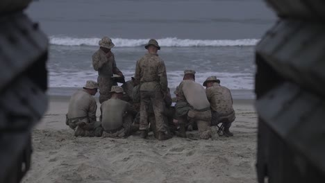 Los-Marines-Estadounidenses-Practican-Un-Asalto-De-Vehículos-Anfibios-Que-Aterrizan-En-Red-Beach-Camp-Pendleton-California-3