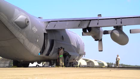 Us-Air-Force-Airmen-Of-the-1St-Special-Ops-Logistical-Readiness-Squadron-Fuel-Aircraft-At-Hurlburt-Field-Florida-1