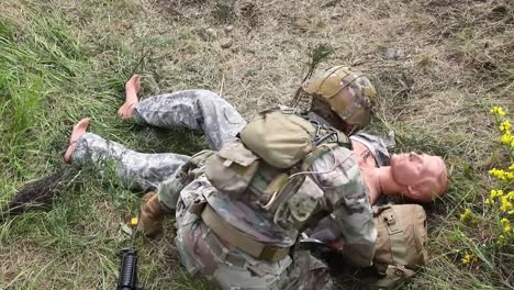 Us-Army-Soldiers-Practice-Dressing-Battlefield-Wounds-During-A-Training-Exercise-At-Joint-Base-Lewismcchord