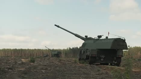 Royal-Netherlands-Army-Mobile-Artillery-Unit-Fires-Panzer-Howitzer-2000Nl-Selfpropelled-Guns-In-Lithuania