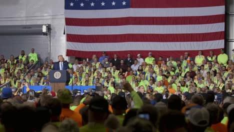 Presidente-Donald-Trump-Voz-En-Off-De-Una-Compilación-De-Escenas-Que-Celebran-A-Estados-Unidos-O-Ilustran-Sus-Políticas