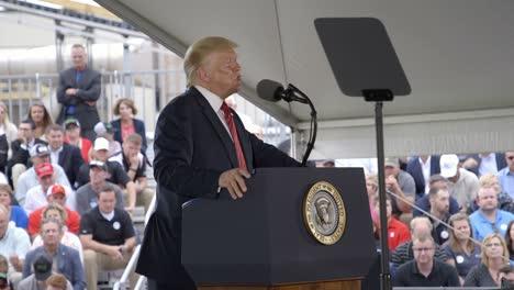 El-Presidente-De-Los-Estados-Unidos-Donald-Trump-Celebra-A-Los-Agricultores-Estadounidenses-El-Etanol-Limpio-Y-La-Independencia-Energética