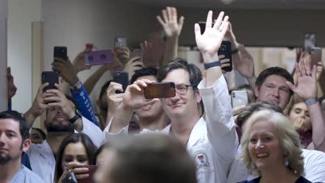 2109-US-Präsident-Donald-Trump-Trifft-Vor-Covid19-Ersthelfer-Ärzte-Und--Krankenschwestern-In-Ohio