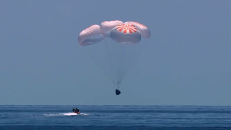 Nasa-Spacex-Dragon-Endeavour-Parachutes-To-A-Successful-Splashdown-With-Astronauts-After-Earth-Orbit-Gulf-Of-Mexico-1