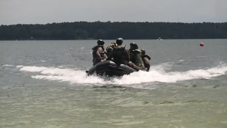 Florida-National-Guard-Soldiers-Helocast-In-Kingsley-Lake-From-A-Ch47-Chinook-Helicopter-At-Camp-Blanding-2