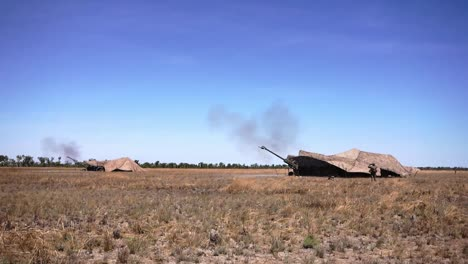 Los-Marines-Estadounidenses-Realizan-Entrenamiento-De-Artillería-Con-Fuego-Vivo-En-El-área-De-Entrenamiento-Del-Monte-Bundey-Territorio-Del-Norte-De-Australia