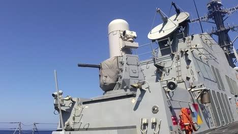 El-Destructor-De-Misiles-Guiados-Clase-Arleigh-Burke-Uss-Sterett-Dispara-Su-Sistema-De-Armas-Cercano-(ciws)-Durante-El-Ejercicio-De-Fuego-Vivo