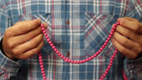 Young-Muslim-Prays-With-Beads-2