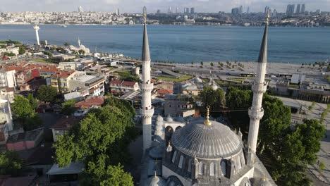 Yeni-Valide-Mosque-Uskudar-Of-Istanbul-1