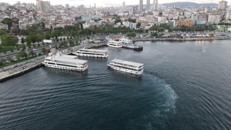 Transbordadores-Cruzan-El-Estrecho