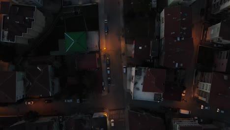 Vista-Superior-Del-Tráfico-Nocturno-De-Drones-Aéreos