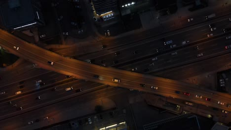 Paso-Elevado-De-Tráfico-Nocturno