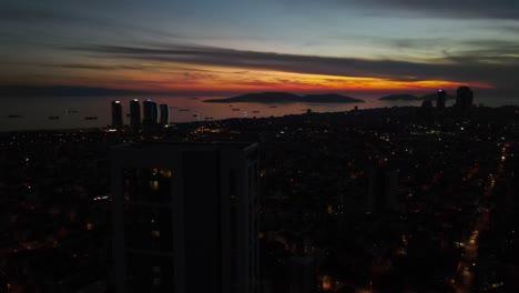 Vista-Aérea-De-La-Ciudad-Urbana-Nocturna-1