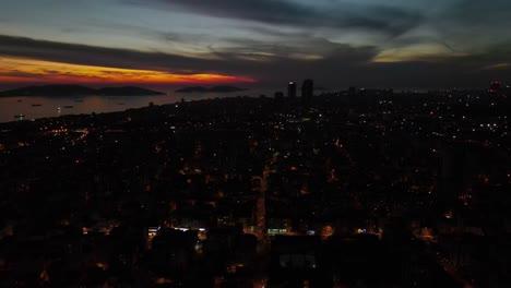 Noche-De-Drones-Aéreos-Vista-De-La-Ciudad-Oscura