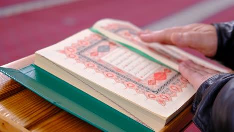 Cerrar-Libro-Sagrado-Musulmán