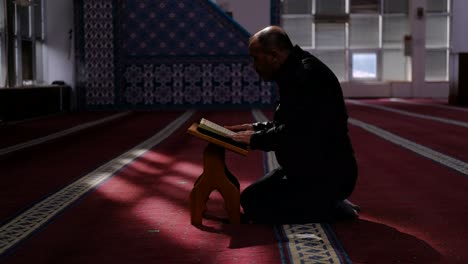 Man-Reads-The-Quran-In-A-Mosque-During-Ramadan