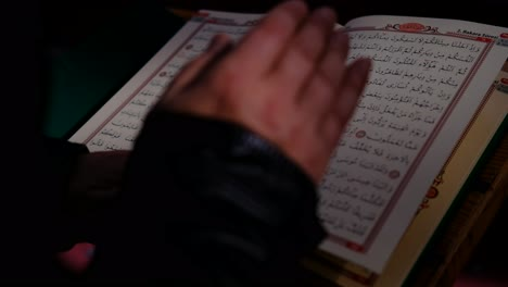 Sunlight-Shines-On-Quran-In-Mosque