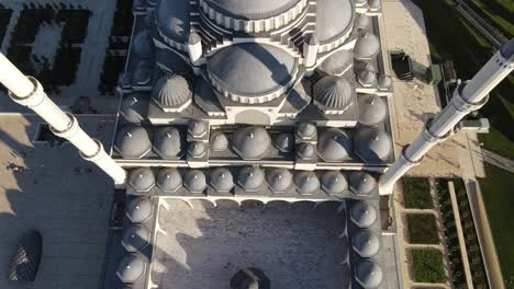 Muslim-Mosque-Yard