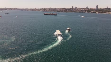 Ferry-En-Estambul-Bósforo-Drone-Shot