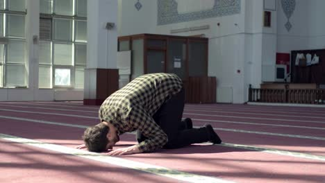 Man-Worships-In-Mosque